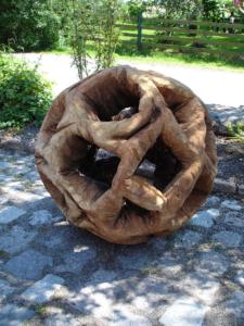 Holzbildhauerei_2006_Unter_der_Haut_I_Eiche